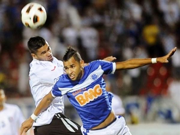 DE CABEZA. Once Caldas mostró un gran corazón y amor propio en Brasil y superó con coraje al favorito de la Copa, Cruzeiro. (Foto: AP)