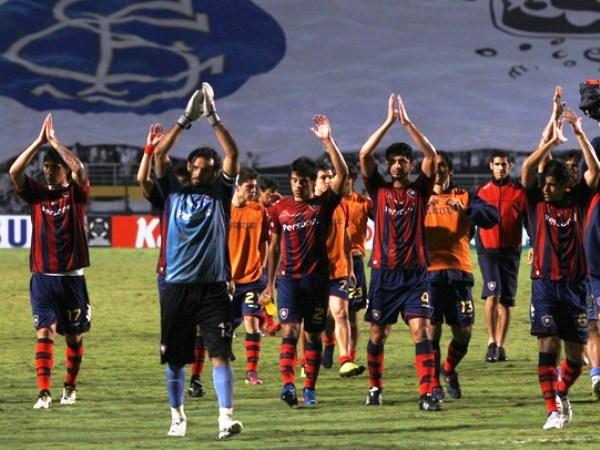NOS VEMOS EN LA OLLA. El 1-0 en Brasil deja grandes posibilidades a Cerro en la 'Olla Colorada' en Asunción. El elenco guaraní es impenetrable en su fortín. (Foto: Reuters)