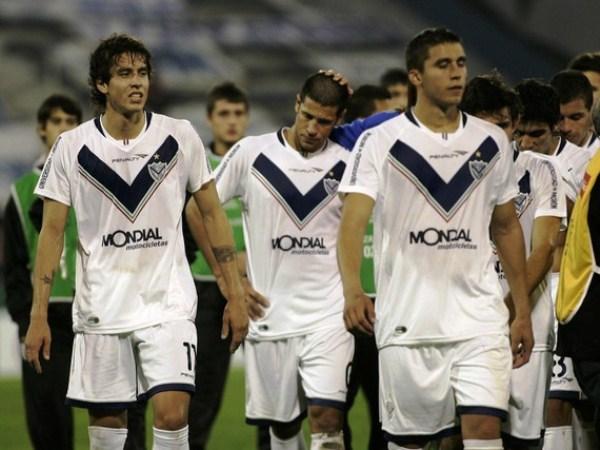 DESCONSOLADOS. 'Ricky' Álvarez, Sebastian Domínguez y Fernando Tobio aún no pueden creer la manera en que cayeron eliminados en casa. (Foto: Reuters)