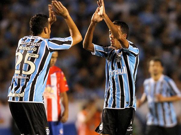 LEÓN MUERTO. Gremio acabó con los pocas chances que tenía León de Huánuco en la Copa Libetadores. El elenco brasileño derrotó a Junior y pasó a la siguiente ronda junto a los de Barranquilla. (Foto: AFP)