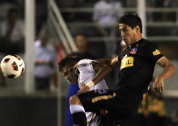 EN EL NOMBRE DE DIOS. Con Neymar como figura, Santos se impuso a Colo Colo y mantiene las esperanzas de avanzar a la siguiente ronda de la Copa. (Foto: REUTERS)