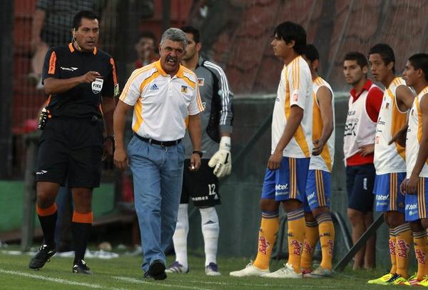 El tener que afrontar la fase previa en la Libertadores parece que no le convenció al técnico de los Tigres de León, Ricardo Ferretti, quien prefirió reservar su plantel para el torneo mexicano (Foto: Reuters)