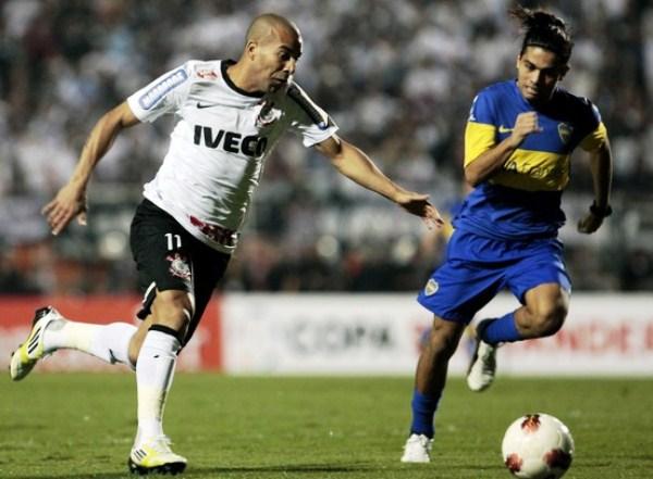 EL CAPO. El 'Timao' mostró un mejor rendimiento físico y terminó ganando por demolición a Boca. (Foto: AFP)