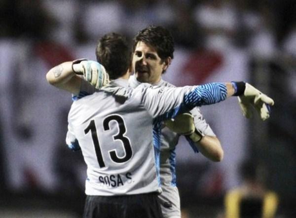 EL CAMBIAZO. En el primer tiempo, Orión sufrió una lesión en la pierna izquierda y fue reemplazado por Sebastián Sosa quien no decepcionó. (Foto: Reuters)