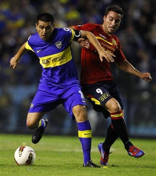 Mantener estrellas como Juan Román Riquelme cuesta, algo que Boca Juniors ha conseguido hacer en los últimos años apoyado en un sólido manejo económico (Foto: AP)