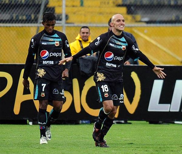 Para Deportivo Quito, Julio Bevacqua se ha convertido en el referente de gol con el que esperan avanzar en el torneo (Foto: lahora.com.ec)