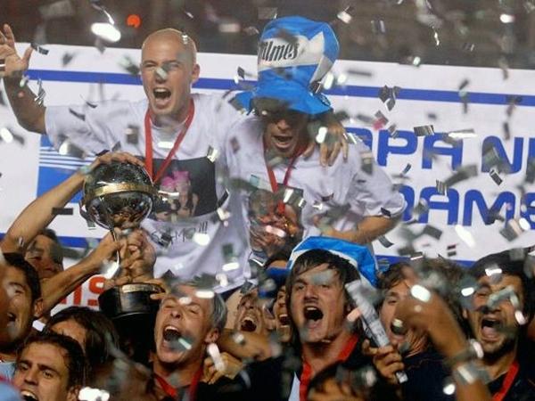 El mayor hito en la historia del club se produjo en 2007, luego de vencer en agónica final al América de México con Gustavo Alfaro como técnico (Foto: diario Olé)