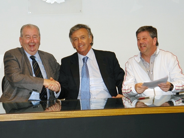 El padre lo fundó, el hijo lo preside en la actualidad. Julio Humberto y Julio Ricardo Grondona (a la derecha) son el fiel reflejo de que