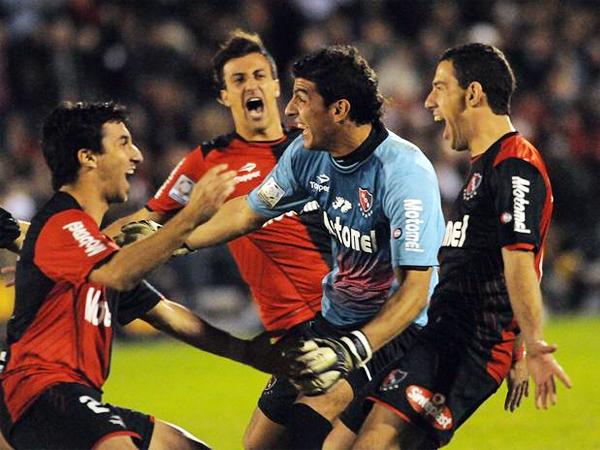 La tanda de penales tuvo a Nahuel Guzmán como el héroe del partido al atajar dos de los trece disparos que efectuó Boca contra Newell's (Foto: Télam)