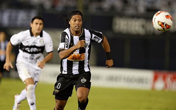 Atlético Mineiro estuvo como Ronaldinho en el campo: muy lejos del fútbol que se le conoce (Foto: AFP)