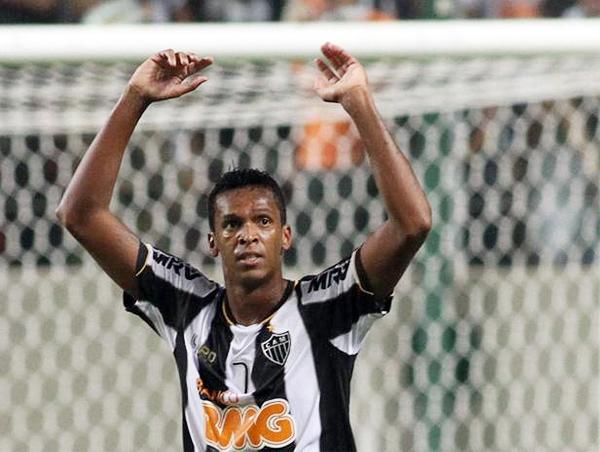 Jo se puso a la altura de las estrellas con sus tres goles ante Sao Paulo, tantos que sellaron el pase de Atlético Mineiro a Cuartos de Final (Foto: EFE)