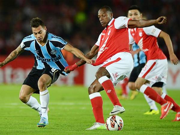 Ya en tiempo extra, el chileno Eduardo Vargas falló la mejor ocasión de Gremio para empatar el partido y pasar a Cuartos de la Libertadores (Foto: AFP)