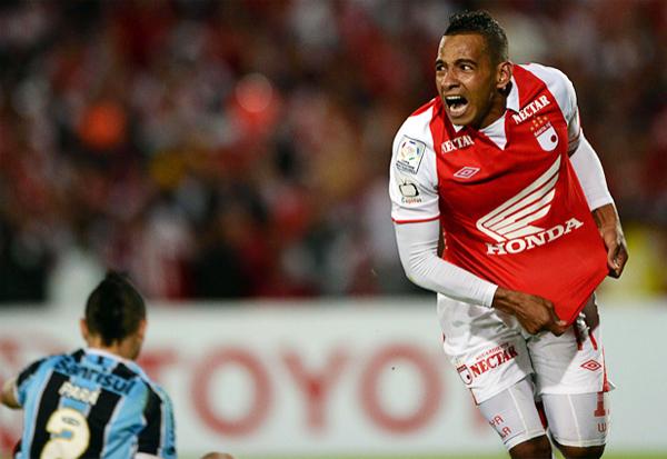 Luego de muchos intentos por superar la resistencia defensiva de Gremio, una buena acción personal de Wilder Medina acabó por abrir el cerrojo de los brasileños (Foto: AFP)