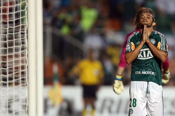 No hubo forma para Palmeiras de darle vuelta al marcador y su eliminación del torneo por más que en el tramo final del partido encontró el descuento (Foto: AFP)