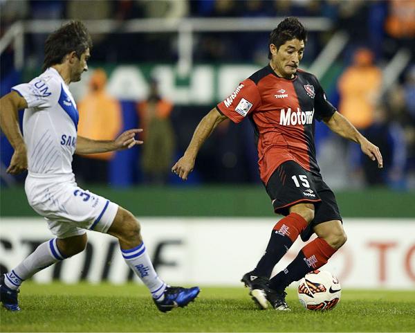 Milton Casco fue una de las figuras de 'Ñuls' en la remontada ante Vélez. (Foto: AFP)