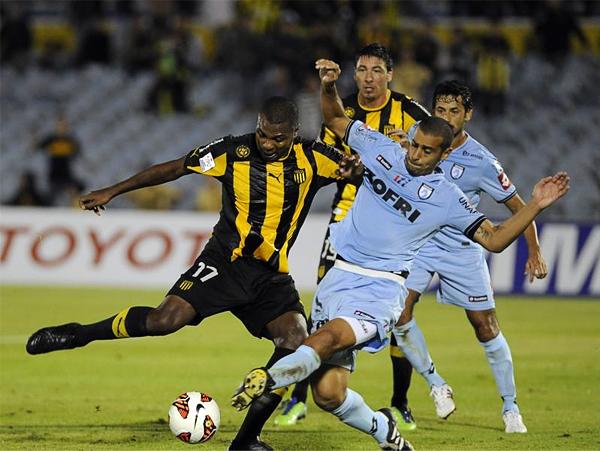 Tres goles fueron poco para Peñarol que se quedó en el camino de esta Copa tras golear al Iquique (Foto: Agencia Uno)