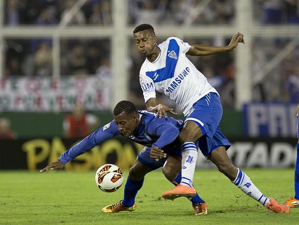Un empate con cola fue el saldo del 0-0 entre Vélez y Emelec, ya que benefició a ambos con la clasificación pero perjudicó a Peñarol que quedó eliminado (Foto: AP)
