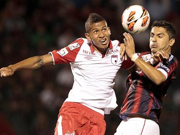 Independiente Santa Fe es el único invicto en la Libertadores. Si juega concentrado, el elenco cardinal puede despedir a Gremio en octavos (Foto: AFP)