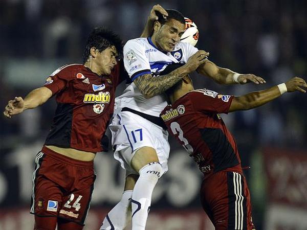 Mal la pasó el Caracas contra Huachipato que tuvo en Braian Rodríguez a un goleador temible (Foto: AFP)