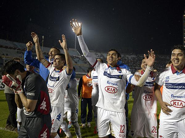 Don llora de felicidad, pues además de la clasificación a la final se mandó un partido excepcional (Foto: EFE)