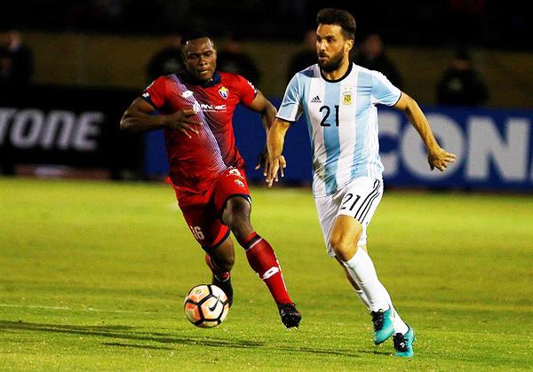 Más allá de la emergencia, Atlético Tucumán usó el uniforme de la Sub-20 argentina en un contexto especial. Casualidades. (Foto: EFE)