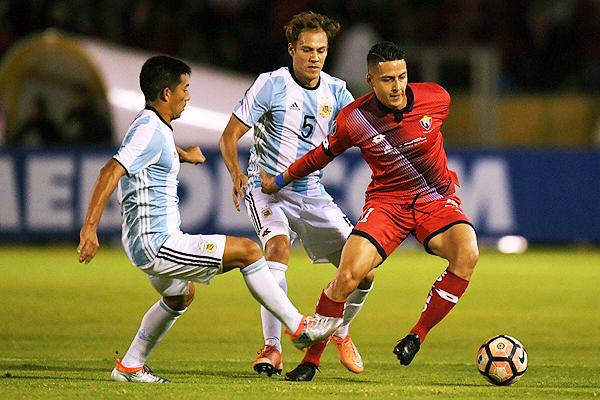 A diferencia del caso UTC - Comerciantes, el encuentro entre El Nacional y Atlético Tucumán acabó en la cancha aparentemente. (Foto: Reuters)