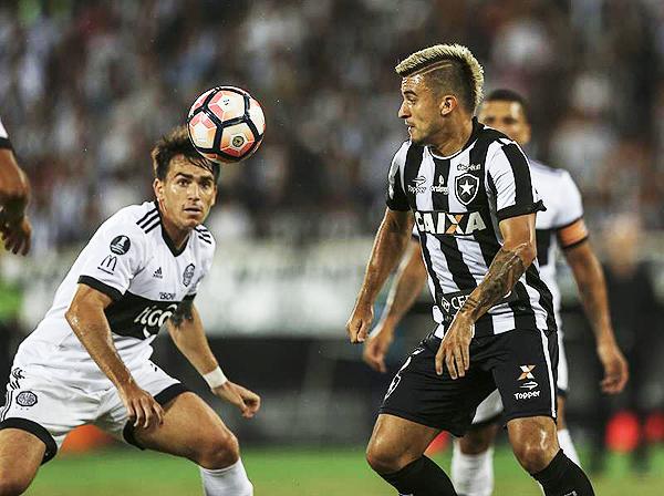 Más allá de la mínima ventaja de Botafogo, Olimpia dio pelea y aun tiene la llave abierta para remontarla en Asunción. (Foto: EFE)
