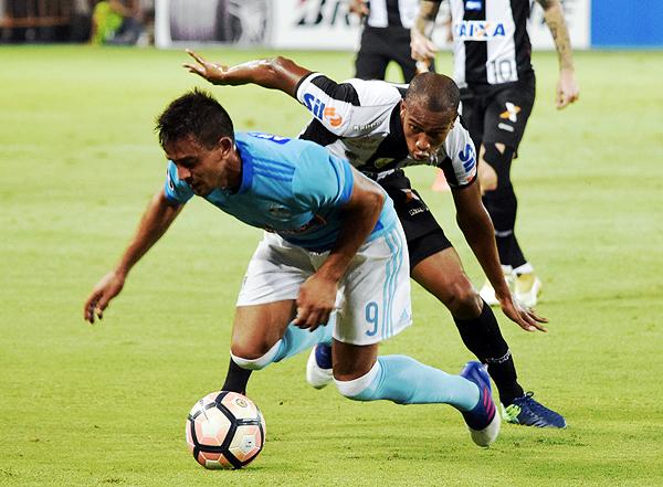 Diego Ifrán no estuvo en una noche afortunada. Lo reemplazó Rolando Blackburn. (Foto: Raúl Chávarry / DeChalaca.com)