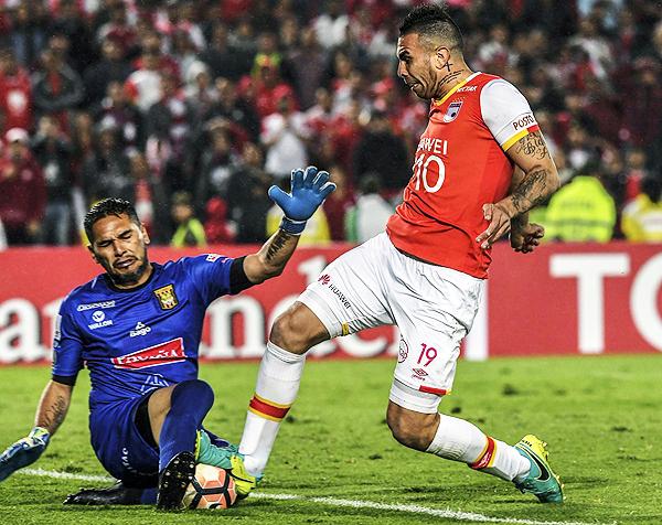 Daniel Vaca estuvo inspirado y su actuación determinó la clasificación de The Strongest. (Foto: AFP)