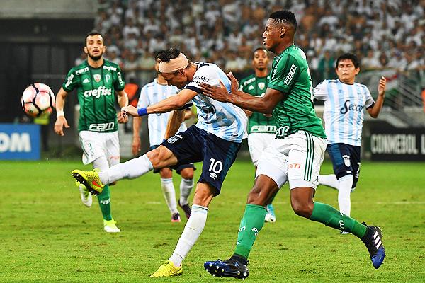 Atlético Tucumán hizo un partido digno en el Allianz Parque. Sin embargo, la efectividad de Palmeiras fue determinante. (Foto: AFP)