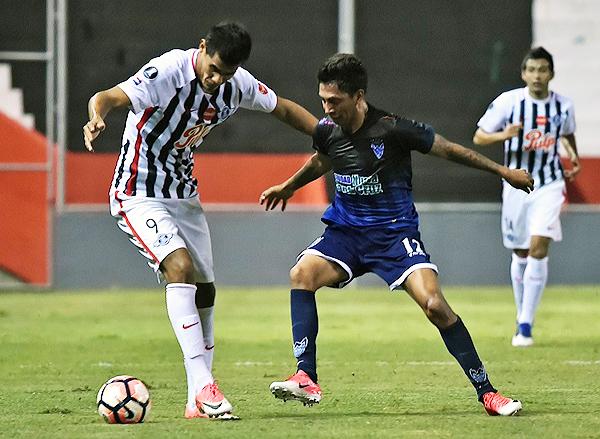 El eliminado Boys Warnes sorprendió en Asunción y le empató a Libertad. (Foto: AFP)