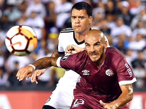 Macaluso le ganó varias divididas a Mendieta. (Foto: Ovación)