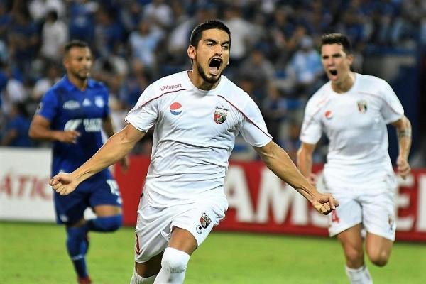 El duelo entre Dreer y Frutos tuvo acciones para los dos lados, pero al final el delantero paraguayo de Deportivo Lara acabó gritando su gol. (Foto: EFE)