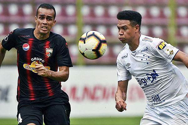 Moreno presiona la salida de Léo. (Foto: AFP)