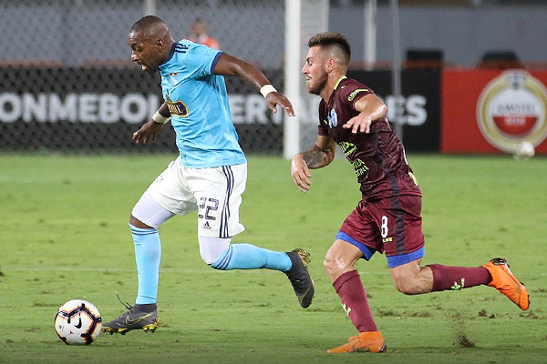 La buena actuación de Céspedes no bastó para que Cristal se haga del partido. (Foto: Pedro Monteverde / DeChalaca.com)