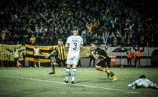 Con Viatri en el campo, Rodríguez tuvo al socio ideal para poder gritar así el tanto que decidió el encuentro. (Foto: Prensa Peñarol)