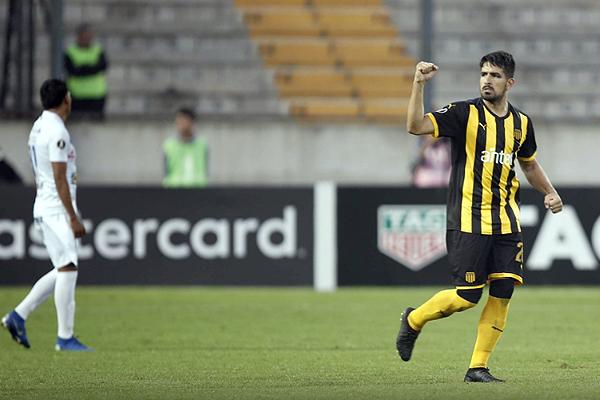 Lucas Viatri y su gesto de triunfo tras anotar en la goleada del 'Bolso'. (Foto: AFP)