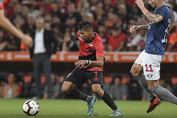 Rony estuvo muy participativo en ataque, aunque le faltó la cuota goleadora. (Foto: Prensa Atlético Paranaense)