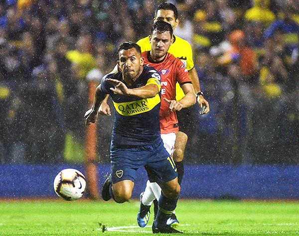 Tévez lidera el ataque de Boca. (Foto: Telam)