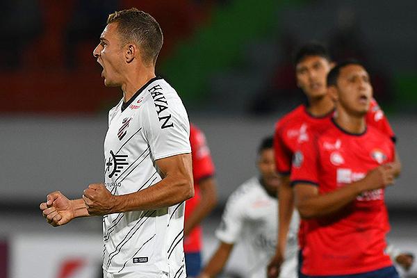 Ruben celebra. Sin embargo, no le alcanzó para que Athletico Paranaense gane. (Foto: Prensa Athletico Paranaense)