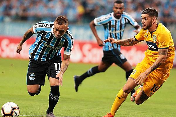 Everton supera en el duelo a Molina. (Foto: Vavel)