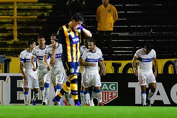 Caruzzo se lamenta tras el gol de Fuentes. (Foto: El Ciudadano)
