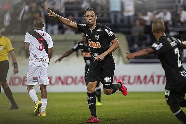 Ricardo Oliveira estuvo intratable y demostró que su experiencia pesa. (Foto: Conmebol)