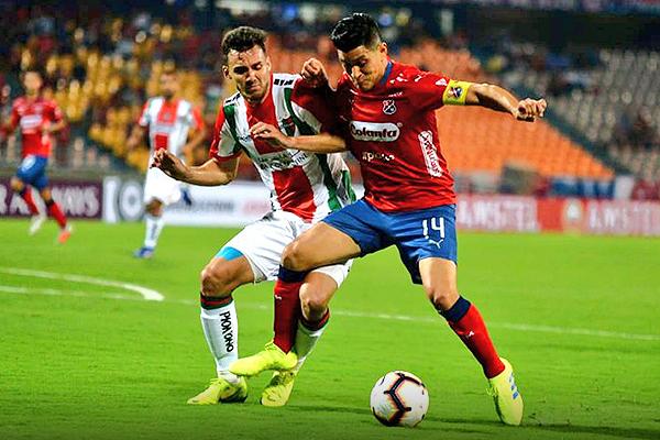 Germán Cano no pudo marcar diferencias como en la ida. Julián Fernández no le dio espacios. (Foto: Prensa DIM)