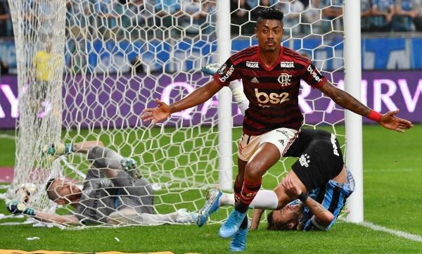 Bruno Henrique fue, una vez más, el mejor de un Flamengo superior. Acá celebra su tanto. (Foto: Conmebol)