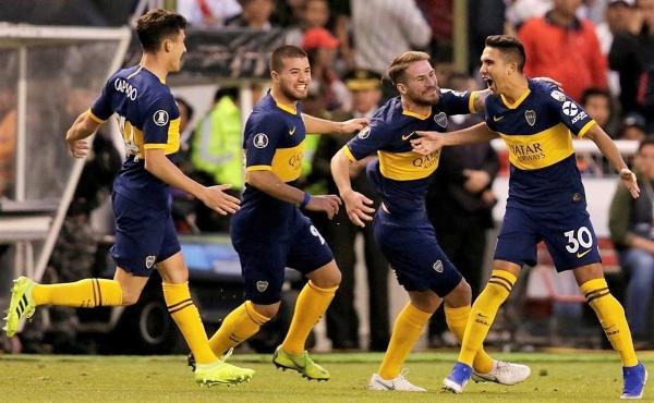 Reynoso grita su golazo con el alma. Lo celebran Capaldo, Weigandt y MacAllister. (Foto: Conmebol)