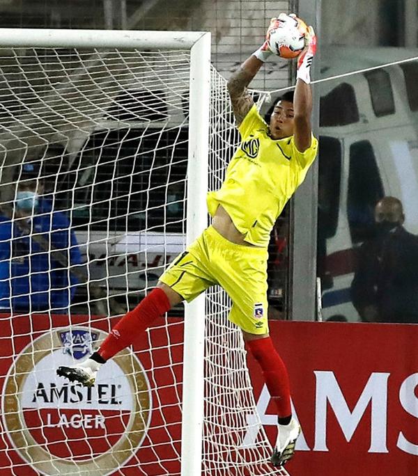 Cortés evitó todo el peligro que pudo en su arco y solo fue superado por el ulterior gol de Villarroel. (Foto: AFP)