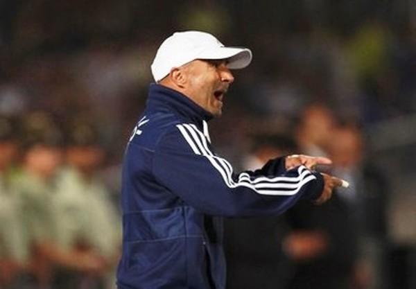 EL DIRECTOR.  Jorge Sampaoli no se cansó de dar indicaciones a sus dirigidos durante el cotejo. (Foto: Reuters)