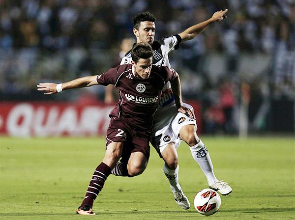 Eficiente defensa, capitán y encima autor de un gran gol de tiro libre que en el Pacaembú silenció buena parte de las tribunas (Foto: Reuters)