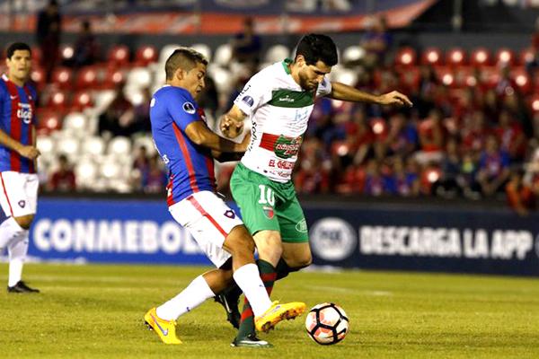 William Klingender tuvo un primer tiempo interesante. Sin embargo, la presión de Cerro Porteño también valió para la remontada. (Foto: AFP)